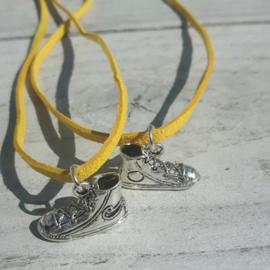 Avond4daagse bedel schoen met geel koordje