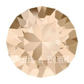 1088 Xirius Chaton puntsteen 8,2 mm / SS 39 Light Silk F (261)