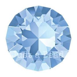 1088 Xirius Chaton puntsteen 8,2 mm / SS 39 Light Sapphire F (211)