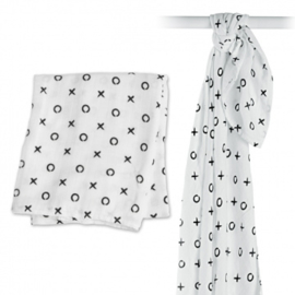 Lulujo swaddle bamboo 120x120 - Hugs & Kisses