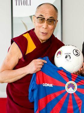 dalai-lama-voetbal-held