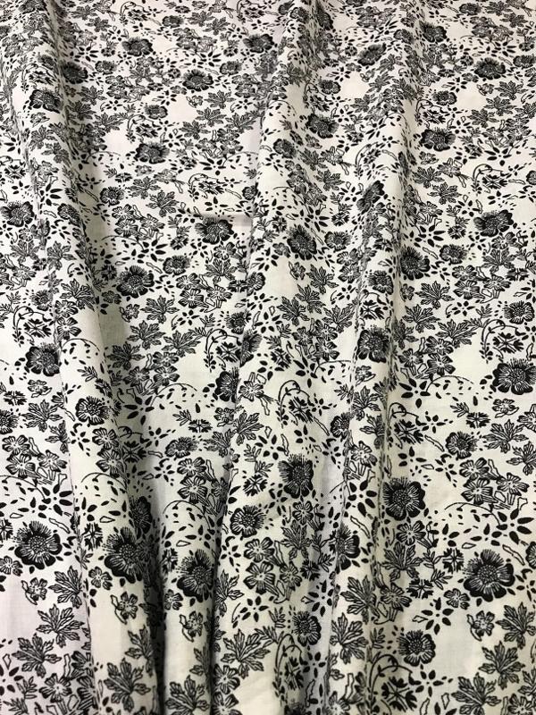 NB04236/069 Klein zwart bloempje per 25cm