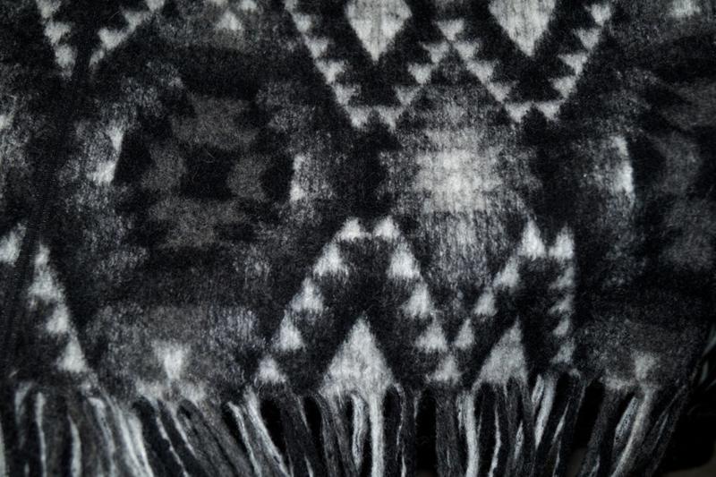 Poncho fatasie met franjes Zwart/wit 9423/069