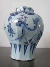 ca. 1660, pot met chinoiserie.
