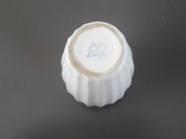 Delfts wit miniatuur-vaasje , De Porceleyne Fles, jaren 30