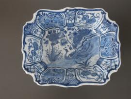 Diepe schaal, 'De Porceleyne Bijl' 1657-1813