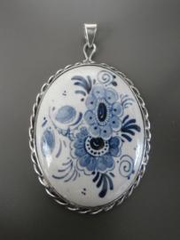 212; Royaal medaillon met bloemmotief