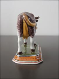 Antieke koe,  Tichelaar Makkum ca  1900-1930