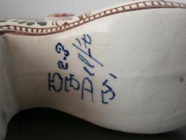 208; Gekleurd schoentje, ca 1880   De Porceleyne Fles