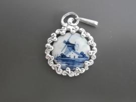 Hangers; zilver met Delftsblauw.