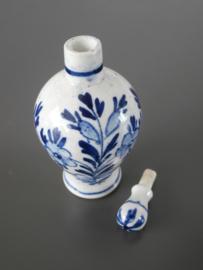 Parfumflesje  van De Porceleyne Fles, ca 1878
