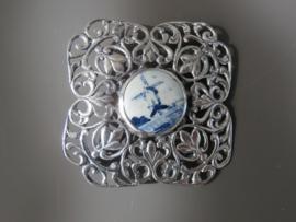 Opengewerkte zilveren broche