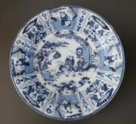 XL Delftse chinoiserie schotel, 40 cm  ca. 1680-1700