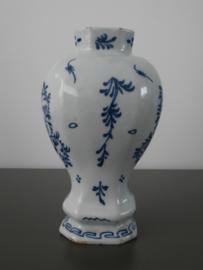 Balustervormige vaas  'De Lampetkan',  1609-1811