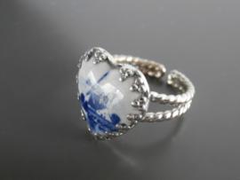 Ring met hartvormige steen