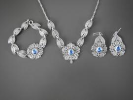 Zilveren sieraden met Delfts blauw.