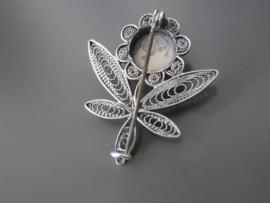 Zilveren bloem, filigrain met delftse steen