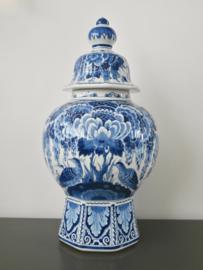 Indrukwekkende pul met deksel , De Porceleyne Fles
