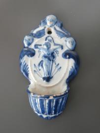 Delfts wijwaterbakje, 18e eeuw