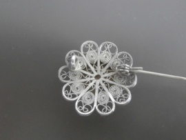 Bloemvormige zilveren broche, 25mm