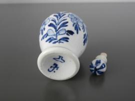 200; Parfumflesje  van De Porceleyne Fles, ca 1878