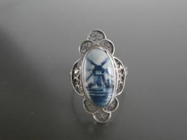 Ovale ring met filigrain zilveren blaadjes