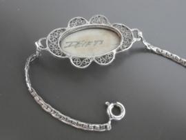 zilveren armband met floraal omlijste Delftse steen