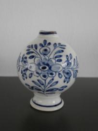 Parfumflesje voor PMN, van De Porceleyne Fles, 1881