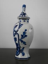 De Porceleyne Fles, klassieke dekselvaas.