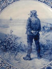 325; De Porceleyne Fles 1944, Visser tuurt over de zee.