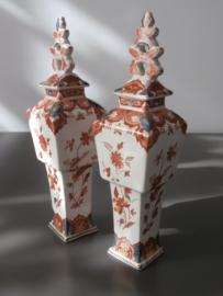 Stel tingeglazuurde pijnacker vaasjes, 1902, De Porceleyne Fles