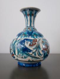 Bolvormige vaas, Iznik-stijl, Nieuw Delfts