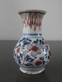 Klein meerkleurig siervaasje, ca 1720-1750