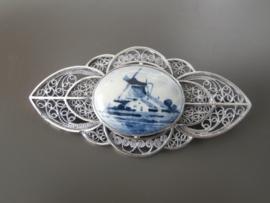 Prachtige Delftsblauwe broche, 65 mm filigrain zilver