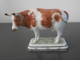 136; Naturalistische  koe groot,  bijzonder exemplaar