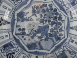 Aardewerk schotel 1650-1720 met decor in Kraakstijl