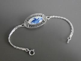 Zilveren filigrain armband met molenlandschap.