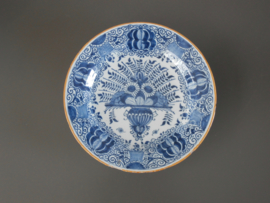 294; 2 Pauwenstaartborden, 'De Porceleyne Bijl' 1657-1813
