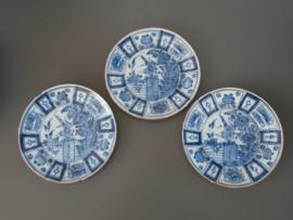 Drietal bordjes met decor in kraakstijl, ca 1700-1750