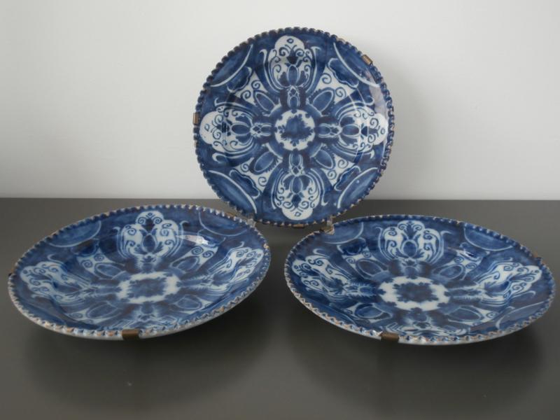 Set royale borden met gekartelde rand 1750-1800.