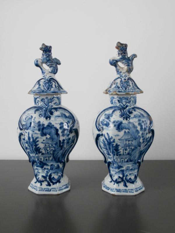 Paar dekselvazen  De Lampetkan,  1609-1811