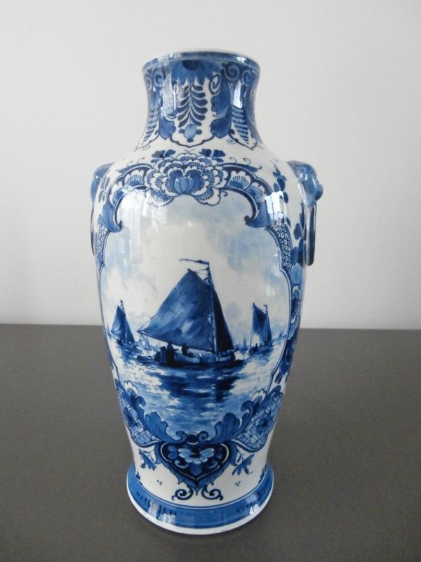 47; Vaas met waterlandschap, De Porceleyne Fles 1910