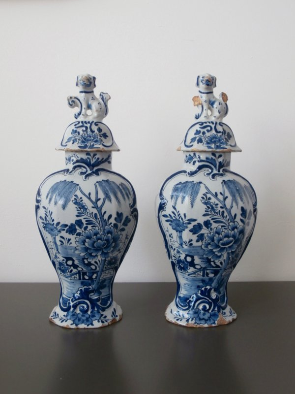 Paar dekselvazen  'De Porceleyne Schotel',  1664-1772