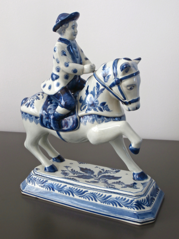 174; Paard met ruiter, Plazuid