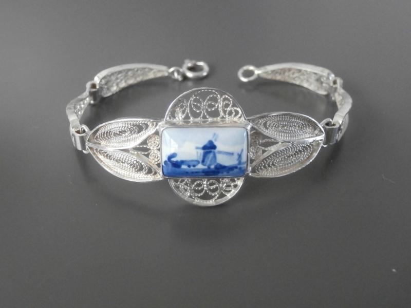 Zilveren armband met rechthoekige steen uit Atelier C. Verwoerd