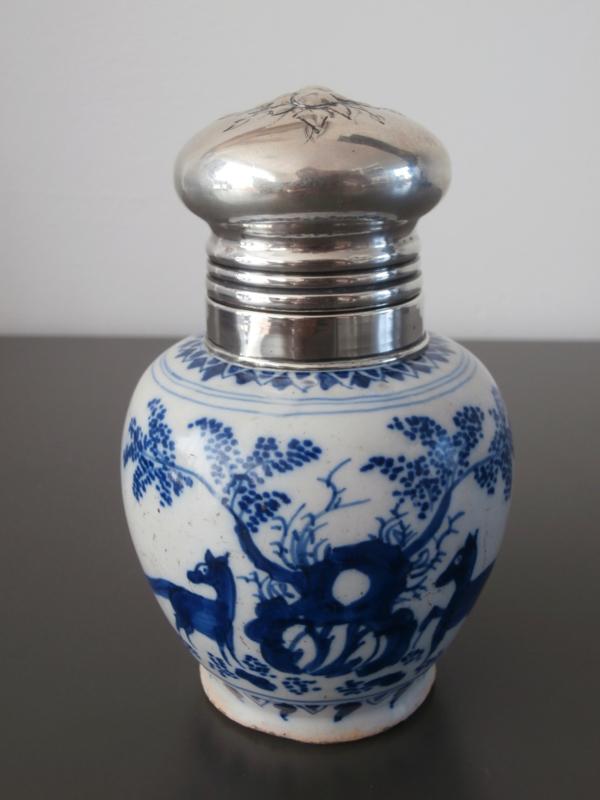 Theebus met zilveren dop