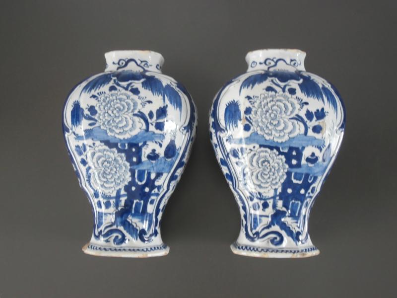Twee vazen,  'De Klaauw', ca 1760-1780