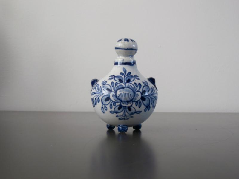 247; Parfumflesje  PMN, van De Porceleyne Fles, 1878
