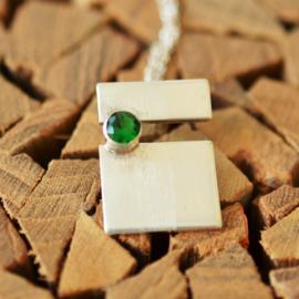 Zilveren hanger met smaragd