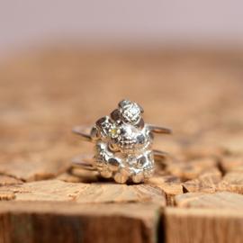 Zilveren bloemetjes ring met zirkonia's